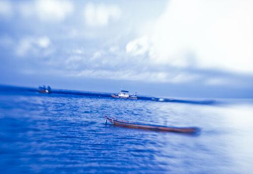 sea_clouds_boat_full